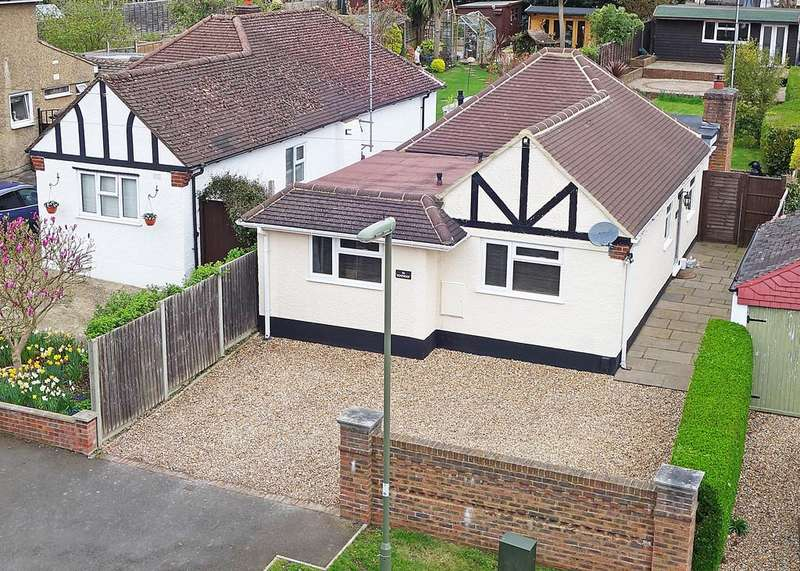 3 Bedrooms Detached Bungalow for sale in St. John's, Woking