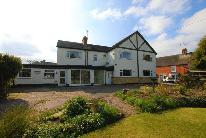 4 Bedrooms Detached House for sale in Bank Close, Uttoxeter