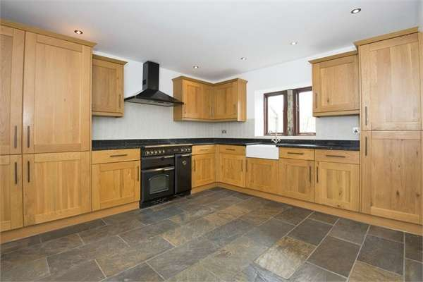 2 Bedrooms End Of Terrace House for sale in Barnside Lane, Hepworth, Holmfirth, West Yorkshire