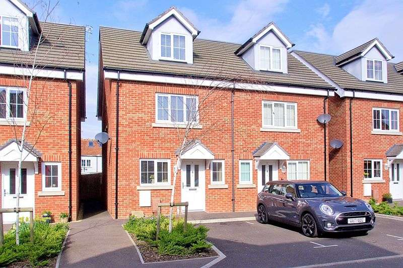 3 Bedrooms Semi Detached House for sale in Virginia Gardens, Felpham, PO22