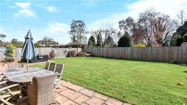5 Bedrooms Detached House for sale in Knottocks Drive, Beaconsfield, Buckinghamshire