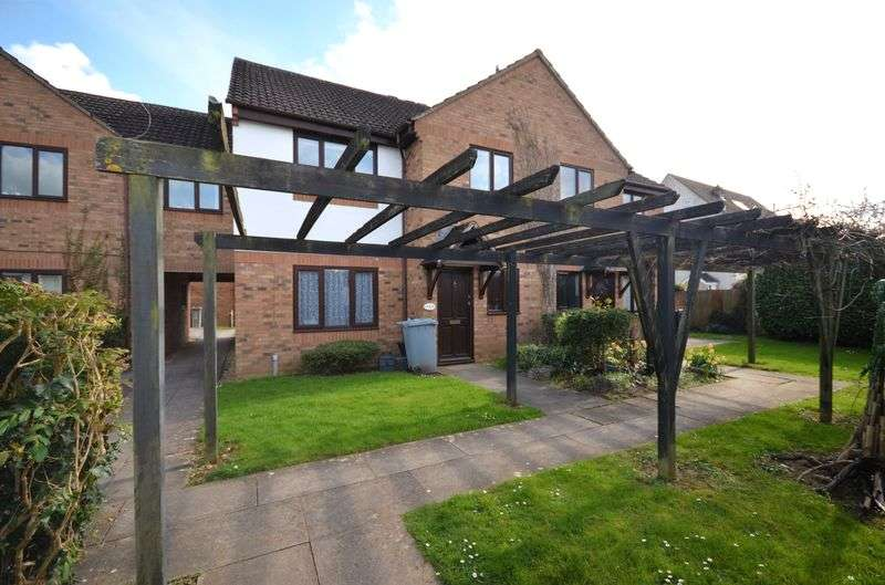 2 Bedrooms Flat for sale in The Larches, Carterton