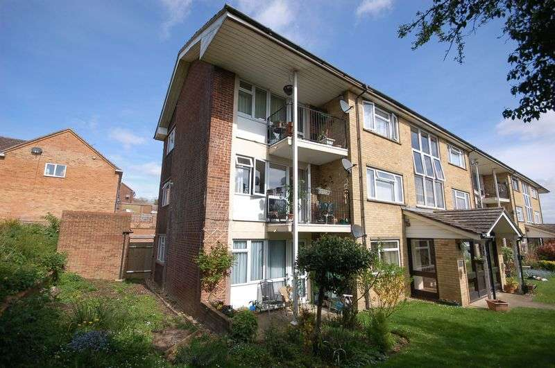 2 Bedrooms Flat for sale in Pinchfield, Rickmansworth, WD3 9TP
