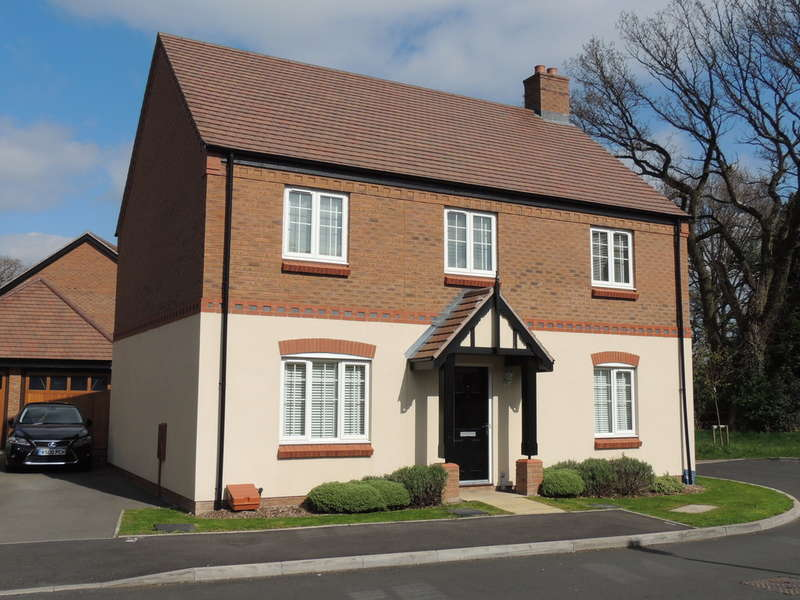 4 Bedrooms Detached House for sale in St Philips Grove, Bentley Heath