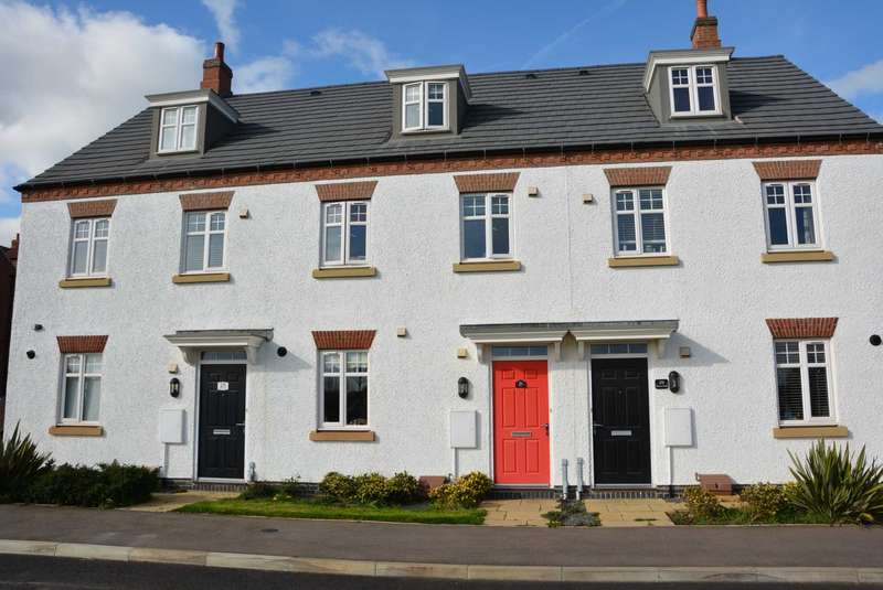 3 Bedrooms Town House for sale in Betony Road, Rugby