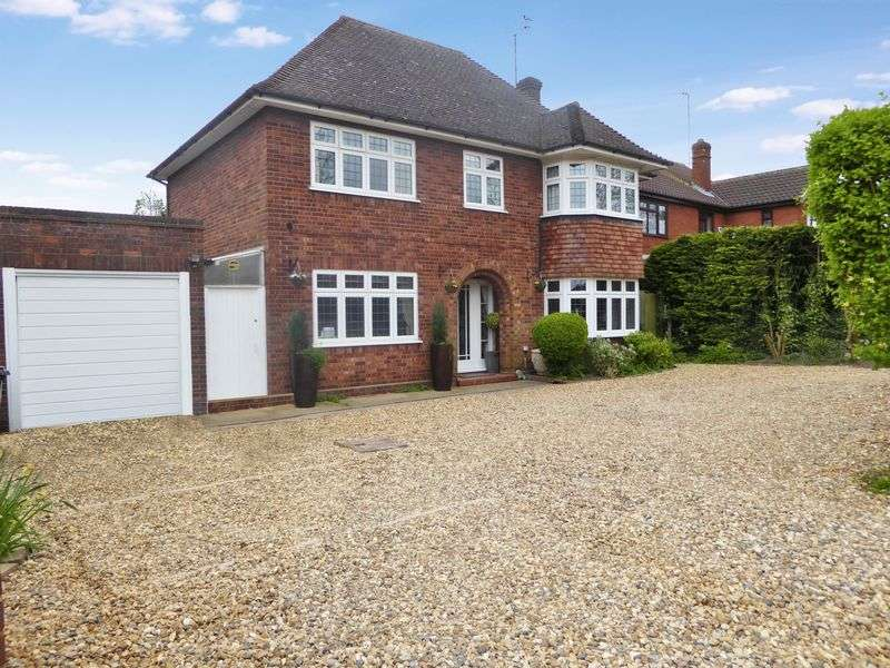 4 Bedrooms Detached House for sale in Bull Pond Lane, Dunstable