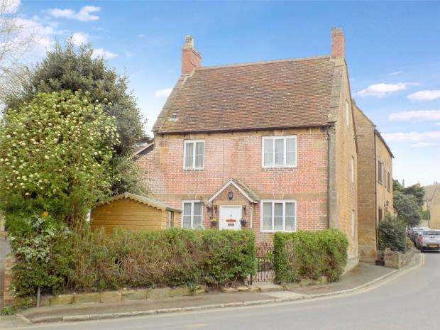 3 Bedrooms Detached House for sale in St. James Street, South Petherton, Somerset