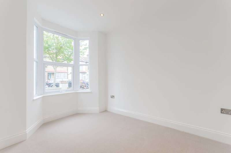 2 Bedrooms House for sale in Ramsay Road, Forest Gate, E7
