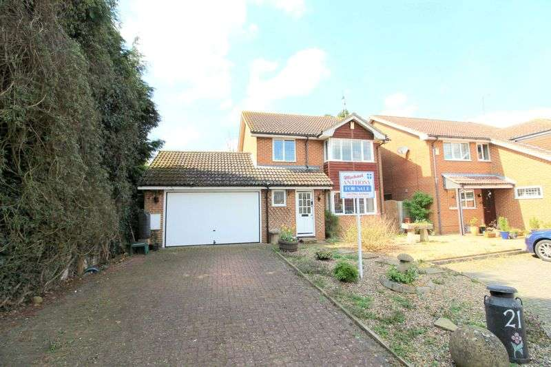 4 Bedrooms Detached House for sale in The Spiert, Stone