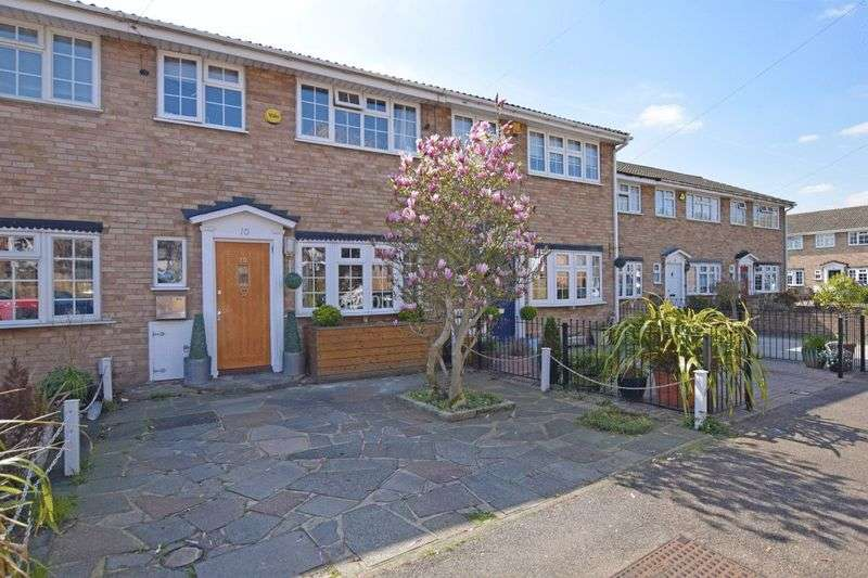 3 Bedrooms Terraced House for sale in Amberley Way, Mawneys, Romford