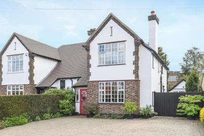 3 Bedrooms Semi Detached House for sale in Ravenswood Avenue, West Wickham