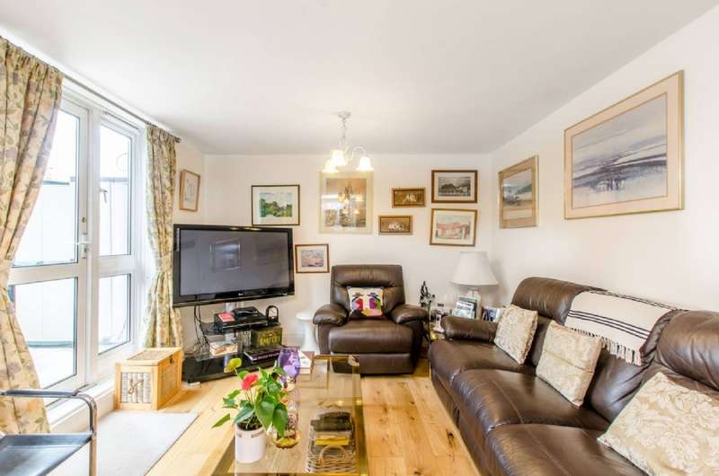 3 Bedrooms Maisonette Flat for sale in Cooper Lane, London NW1