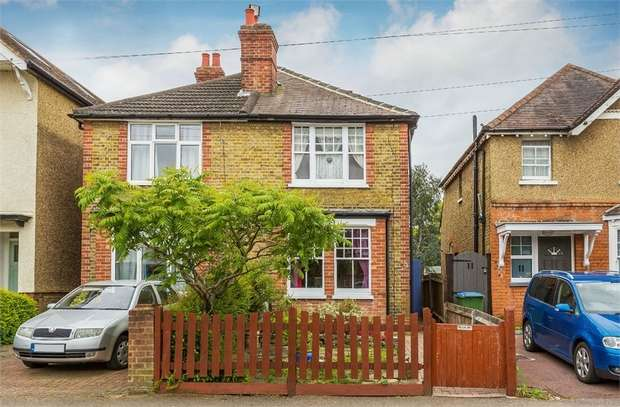 2 Bedrooms Semi Detached House for sale in Dudley Road, WALTON-ON-THAMES, Surrey