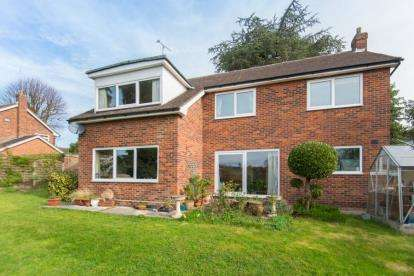 4 Bedrooms Detached House for sale in Wakelin Chase, Ingatestone, Essex