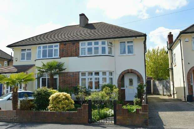 3 Bedrooms Semi Detached House for sale in Rhodrons Avenue, Chessington