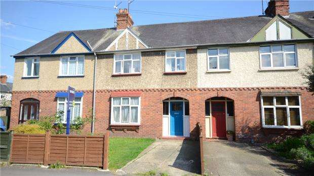 3 Bedrooms Terraced House for sale in Wolsey Road, Caversham, Reading