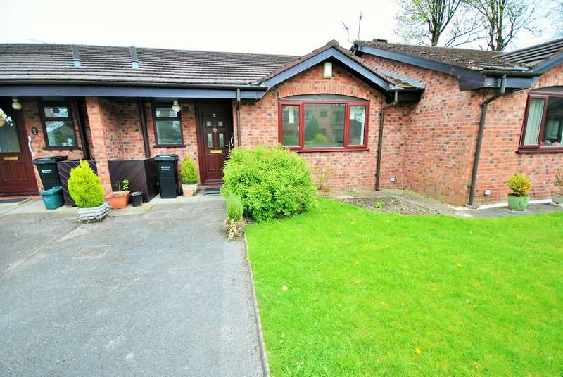 2 Bedrooms Terraced Bungalow for sale in Plumley Close, Davenport