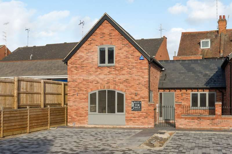 2 Bedrooms Semi Detached House for sale in 6 Westgate Place Warwick