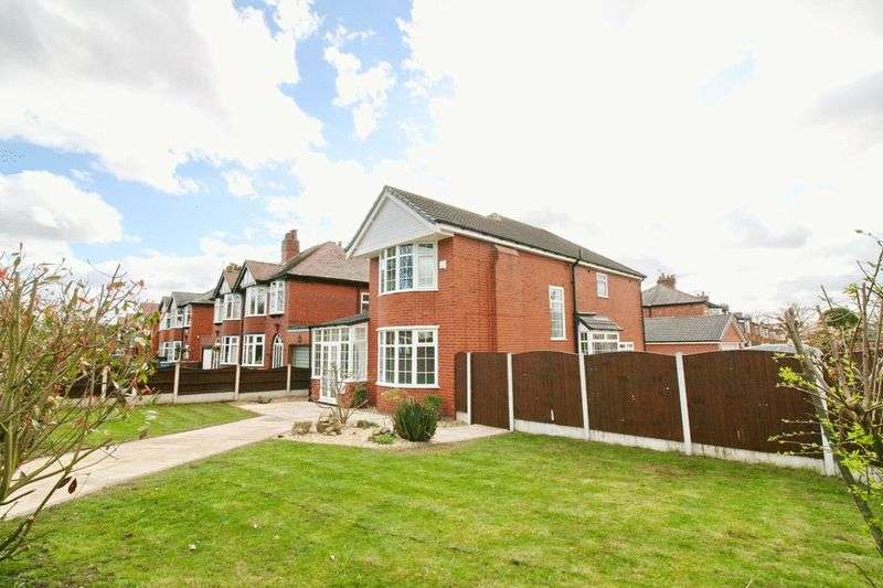 4 Bedrooms Detached House for sale in Broadway, Worsley Manchester