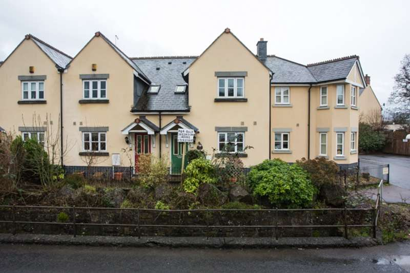 3 Bedrooms Terraced House for sale in Dartmoor Court, Bovey Tracey, Devon, TQ13