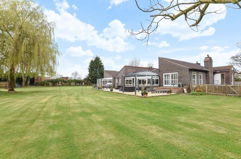 7 Bedrooms Detached Bungalow for sale in Yapton Lane, Walberton, BN18