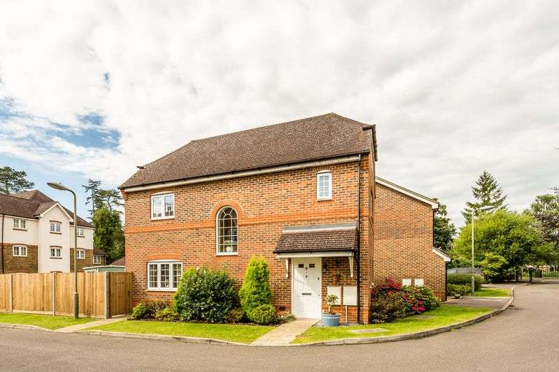 3 Bedrooms Detached House for sale in Englefield Green