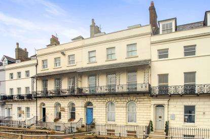 2 Bedrooms Flat for sale in Weymouth, Dorset