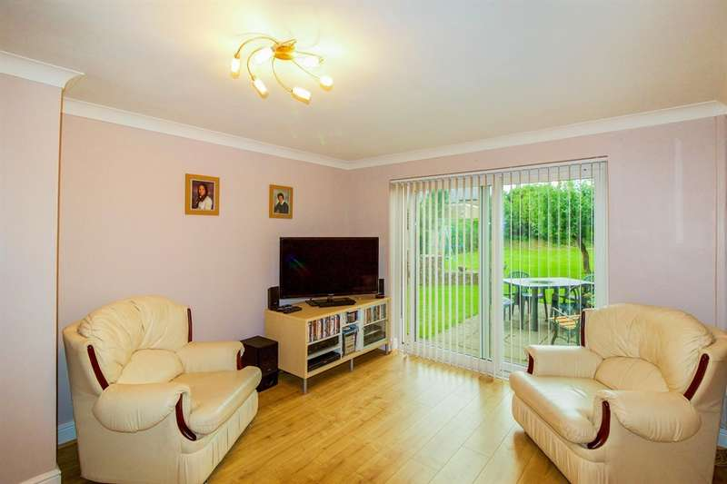 5 Bedrooms Detached House for sale in Wyndham Crescent, Bridgend