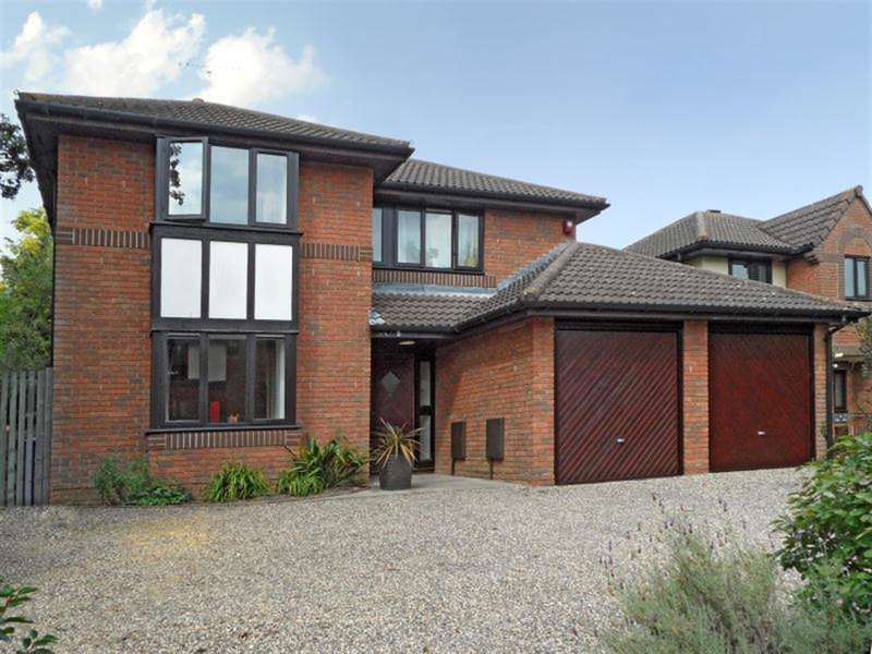 4 Bedrooms Detached House for sale in Westwates Close, Bracknell, Berkshire, RG12 2ED