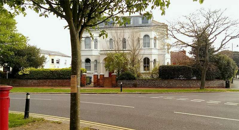 1 Bedroom Flat for sale in Farncombe Road, Worthing, West Sussex, BN11