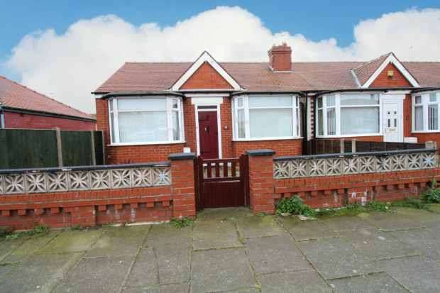 2 Bedrooms Bungalow for sale in Collyhurst Avenue, Blackpool, Lancashire, FY4 3NQ
