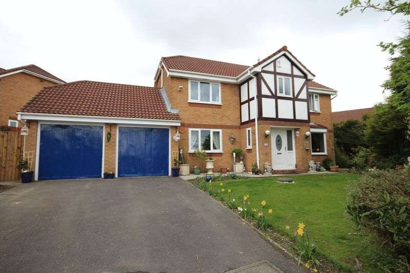 4 Bedrooms Detached House for sale in KEATS AVENUE, Norden, Rochdale OL12 7PZ