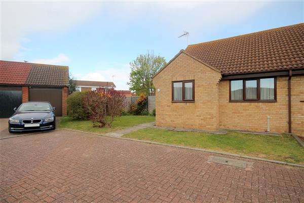 2 Bedrooms Bungalow for sale in Bernard Close, Frinton on Sea
