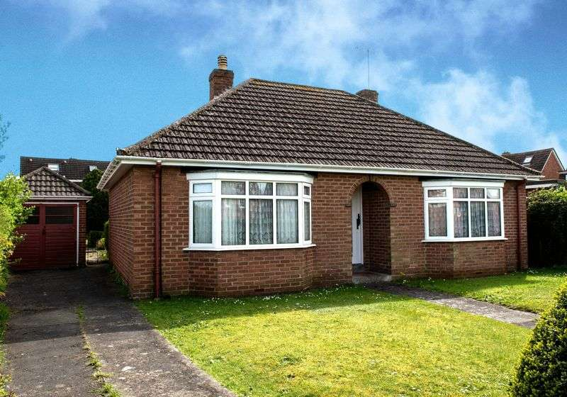 2 Bedrooms Detached Bungalow for sale in Victoria Road, Warminster