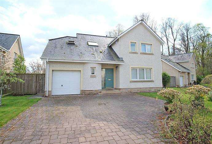 3 Bedrooms Detached House for sale in 12 Riverside Drive, Kelso, TD5 7RH