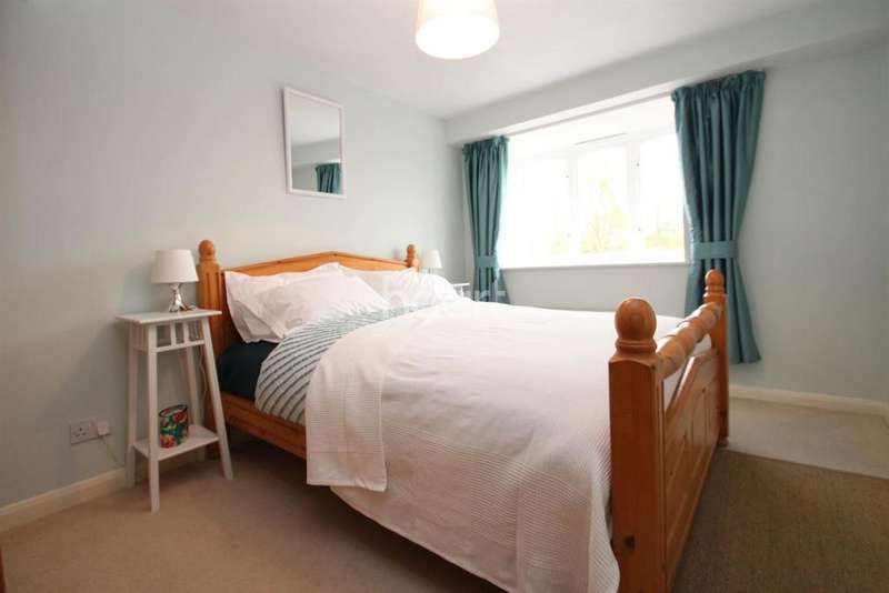2 Bedrooms Flat for sale in Burlington Gate, Rothesay Avenue, SW20