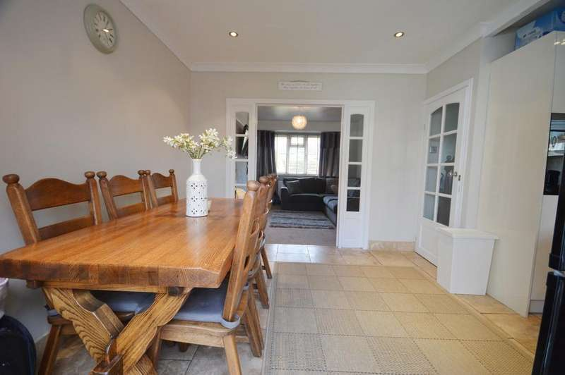 4 Bedrooms Terraced House for sale in Conisborough Crescent Catford SE6