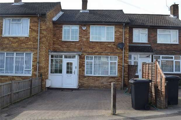 3 Bedrooms Terraced House for sale in Long Readings Lane, Slough, Berkshire
