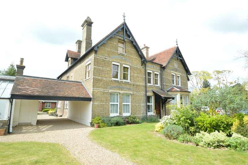 2 Bedrooms Apartment Flat for sale in Tillwicks House, Halstead Road, Earls Colne, Colchester CO6