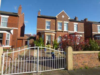 2 Bedrooms Semi Detached House for sale in Chestnut Street, Southport, Merseyside, England, PR8