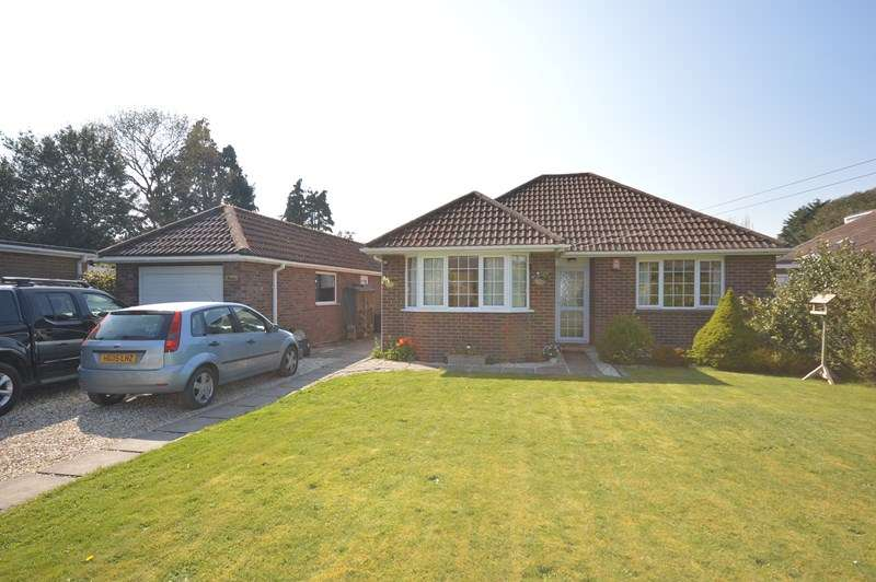 4 Bedrooms Detached Bungalow for sale in Green Lane, Blackfield, Southampton