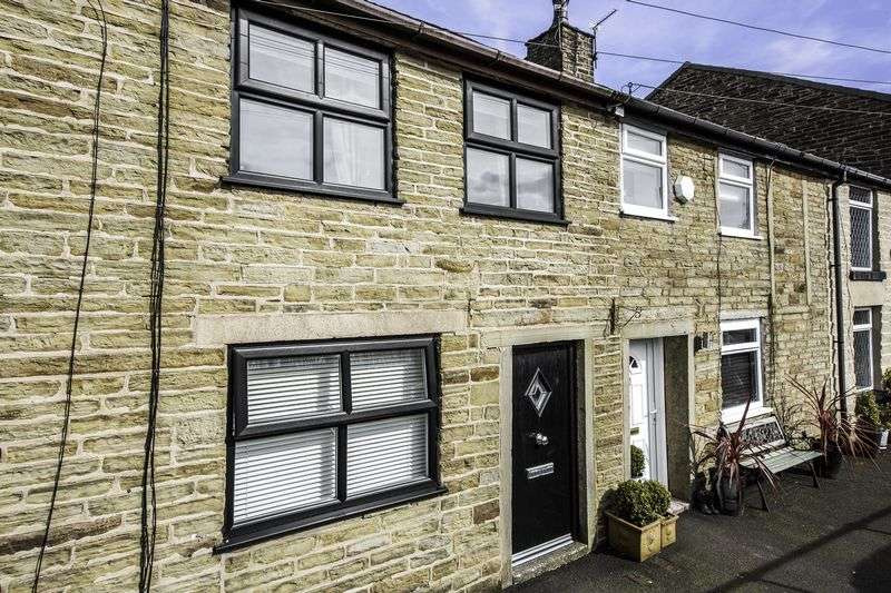 2 Bedrooms Terraced House for sale in Bury Road, Edgworth