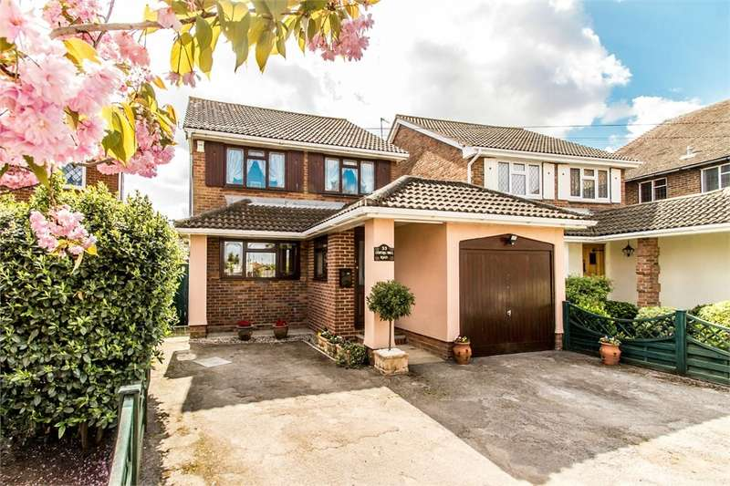 4 Bedrooms Detached House for sale in Central Wall Road, Canvey Island, SS8
