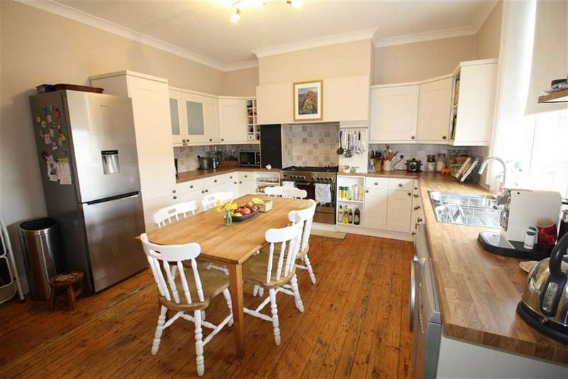 3 Bedrooms Property for sale in 5, Newland Avenue, Birkby, Huddersfield