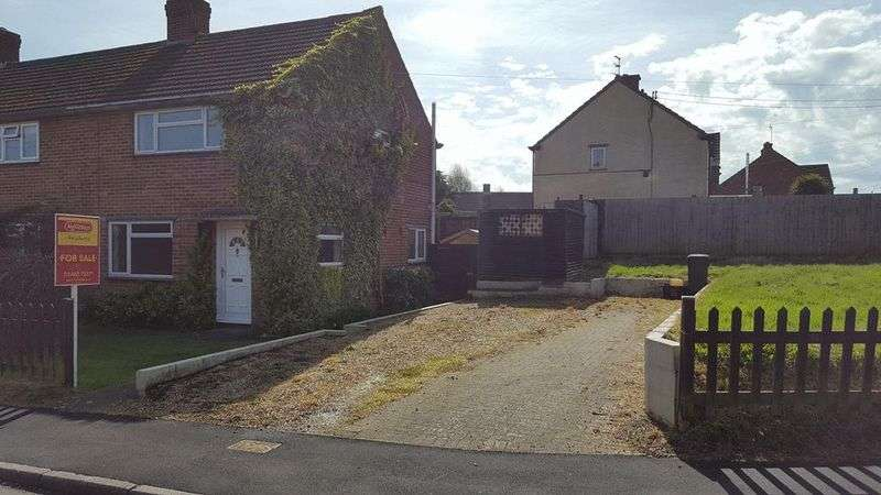2 Bedrooms Terraced House for sale in Langmead Square, Crewkerne