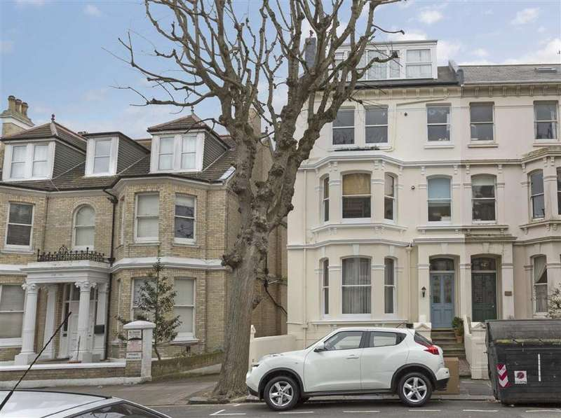 Studio Flat for sale in St Aubyns, Hove