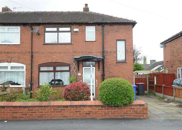 3 Bedrooms Semi Detached House for sale in 40 Elsinore Avenue, Irlam M44 6NP
