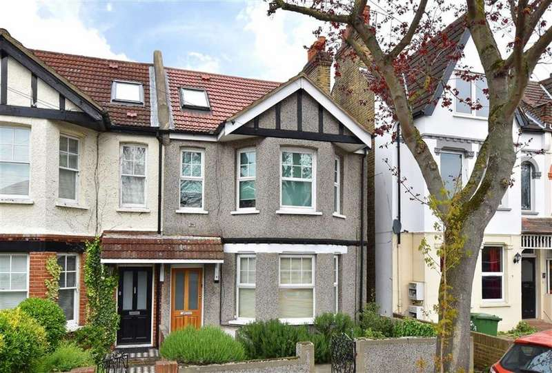 2 Bedrooms Flat for sale in Lychet Road, Bromley, Kent