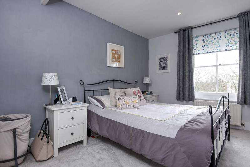 3 Bedrooms Flat for sale in Hervey Road London SE3