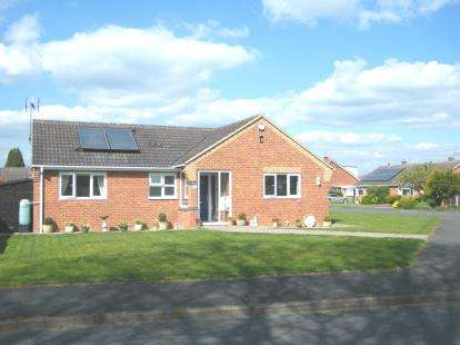 3 Bedrooms Bungalow for sale in Sally Close, Wickhamford, Evesham, Worcestershire